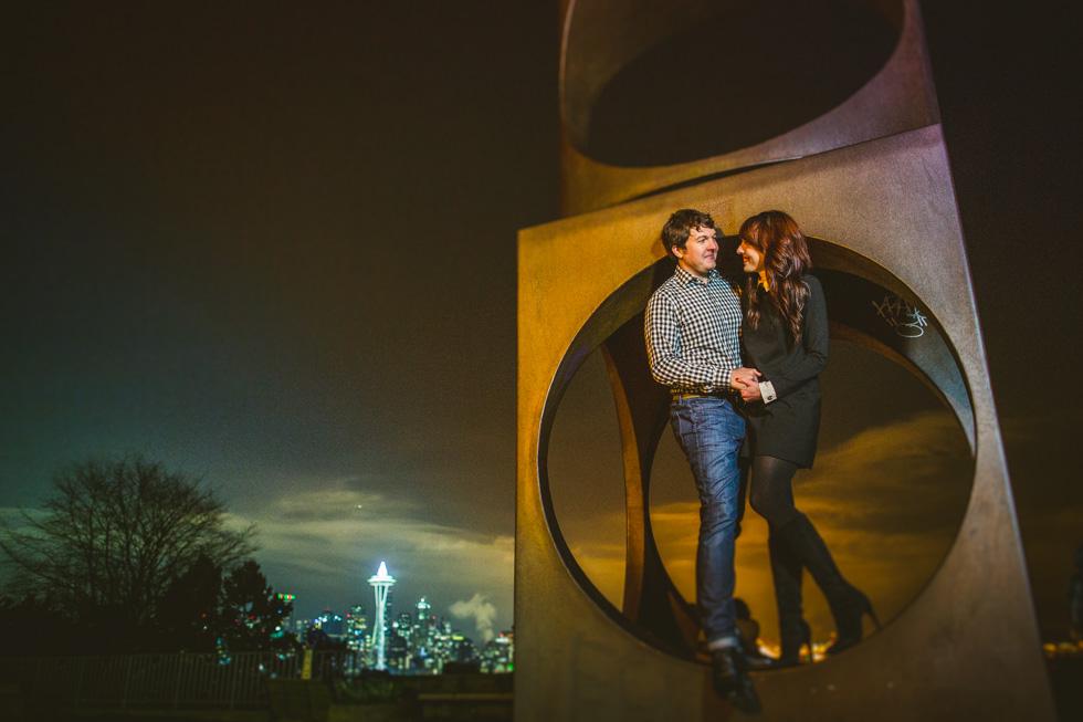 22-kerry-park-seattle-skyline-engagement-photos