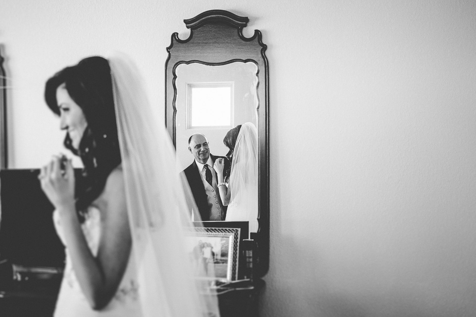 3-father-seeing-daughter-first-time-bride