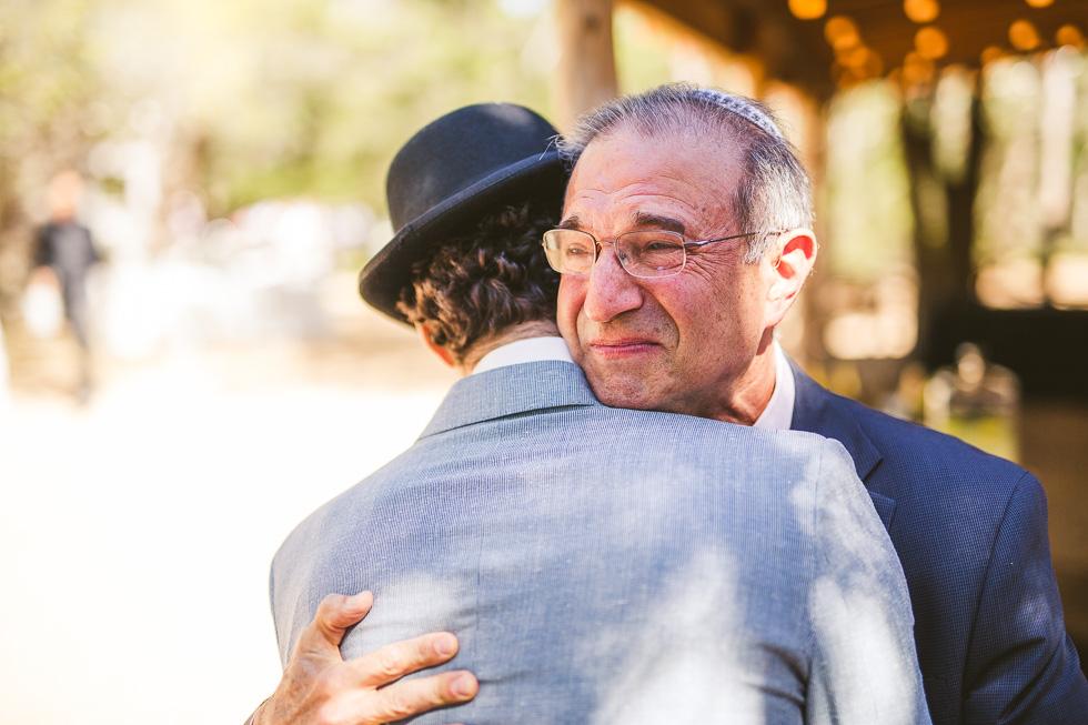 8-father-of-groom-hug-crying