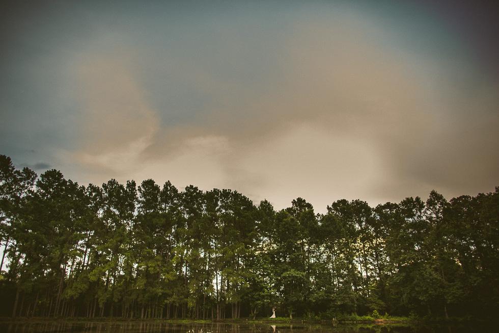 10-rustic-rose-willis-houston-texas-wedding-photographer-bride-groom-trees-pond