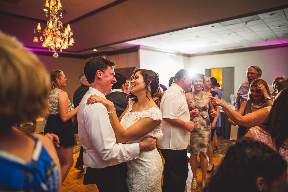13-sugar-creek-country-club-wedding-reception-dancing-sugar-land-houston-photographer-andyandcarriephoto