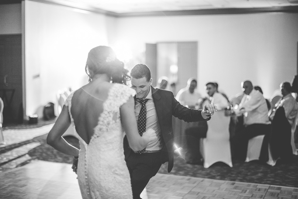14-sugar-creek-country-club-wedding-reception-dancing-sugar-land-houston-photographer-andyandcarriephoto