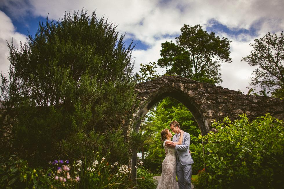 20-destination-wedding-galway-ireland-ross-castle-garden-flowers-stone-archway-andyandcarriephoto