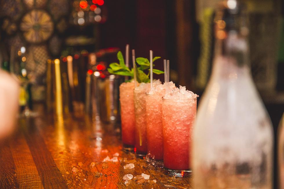 20-destination-wedding-week-galway-pub-crawl-biteclub-cocktails-ireland-andyandcarriephoto