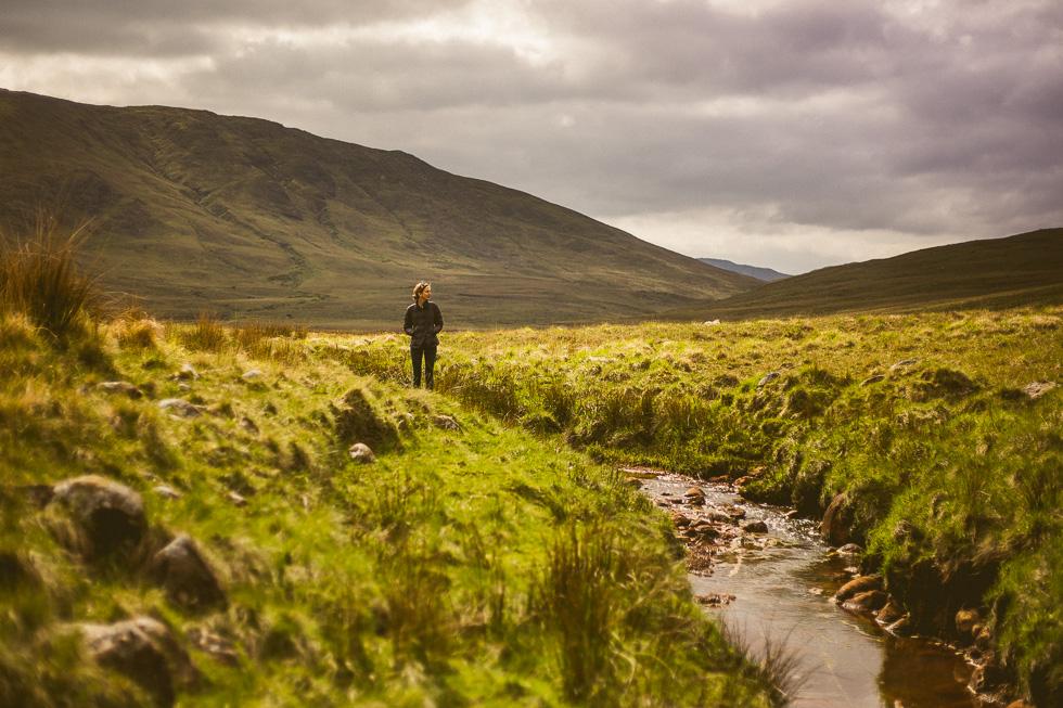 21-andy-carrie-ireland-connemara-green-fields-andyandcarriephoto