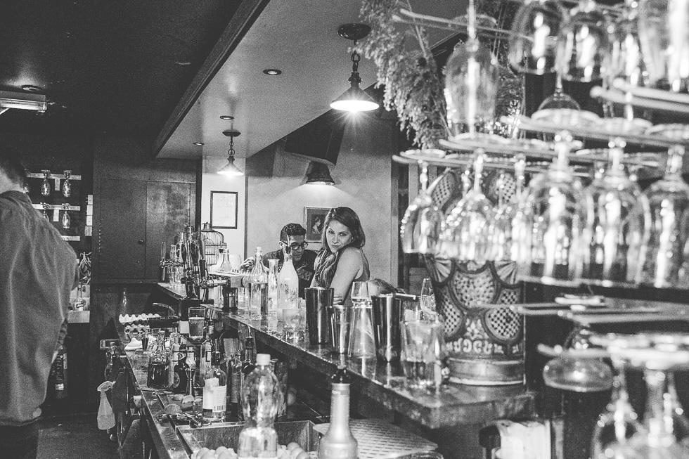 22-destination-wedding-week-galway-pub-crawl-biteclub-ireland-andyandcarriephoto
