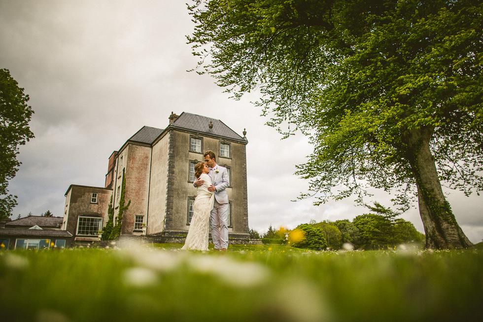 28-destination-wedding-galway-ireland-ross-castle-dandelions-daisies-andyandcarriephoto