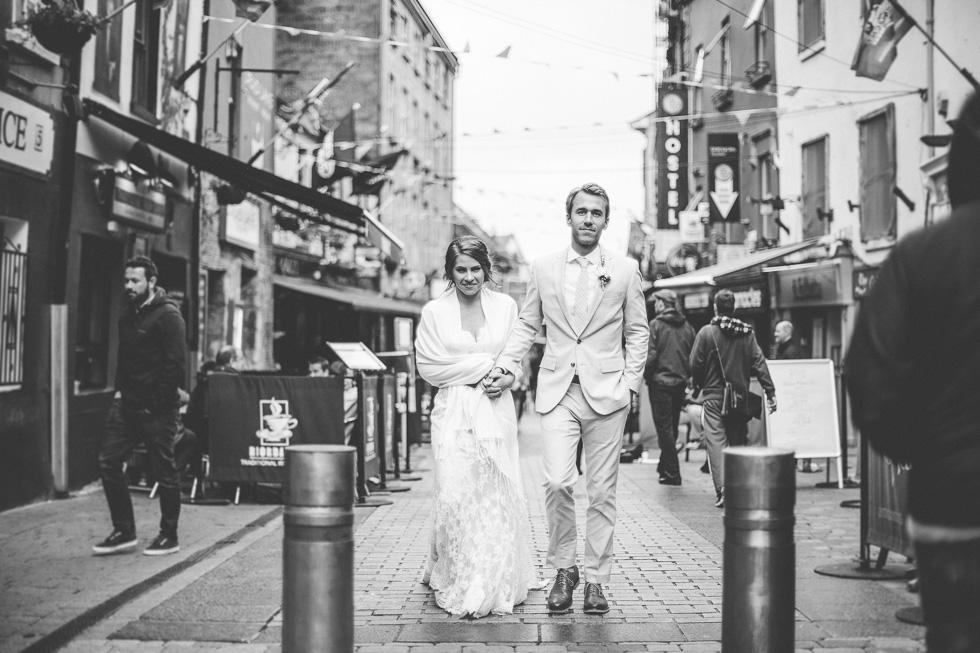 31-destination-wedding-galway-ireland-streets-pubs-bride-groom-andyandcarriephoto