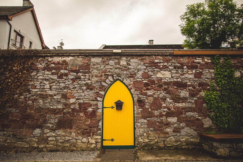 36-andy-carrie-tralee-ashe-hotel-yellow-door-ireland-andyandcarriephoto