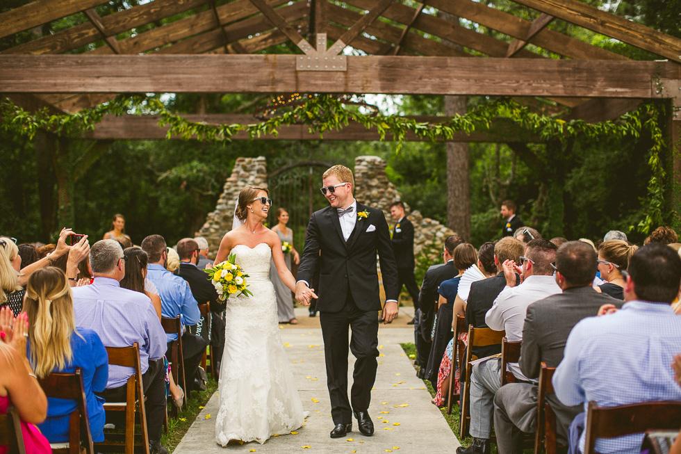 7-rustic-rose-willis-houston-texas-wedding-photographer-bride-groom-ceremony-photo