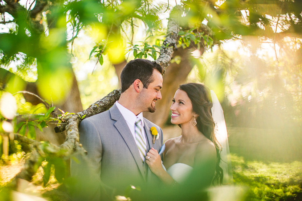 9-antebellum-oaks-austin-spring-wedding-bride-groom-photographer-andyandcarriephoto